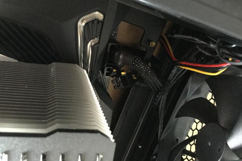 EPS12Vケーブルはマザーボードを固定する前に挿しておく